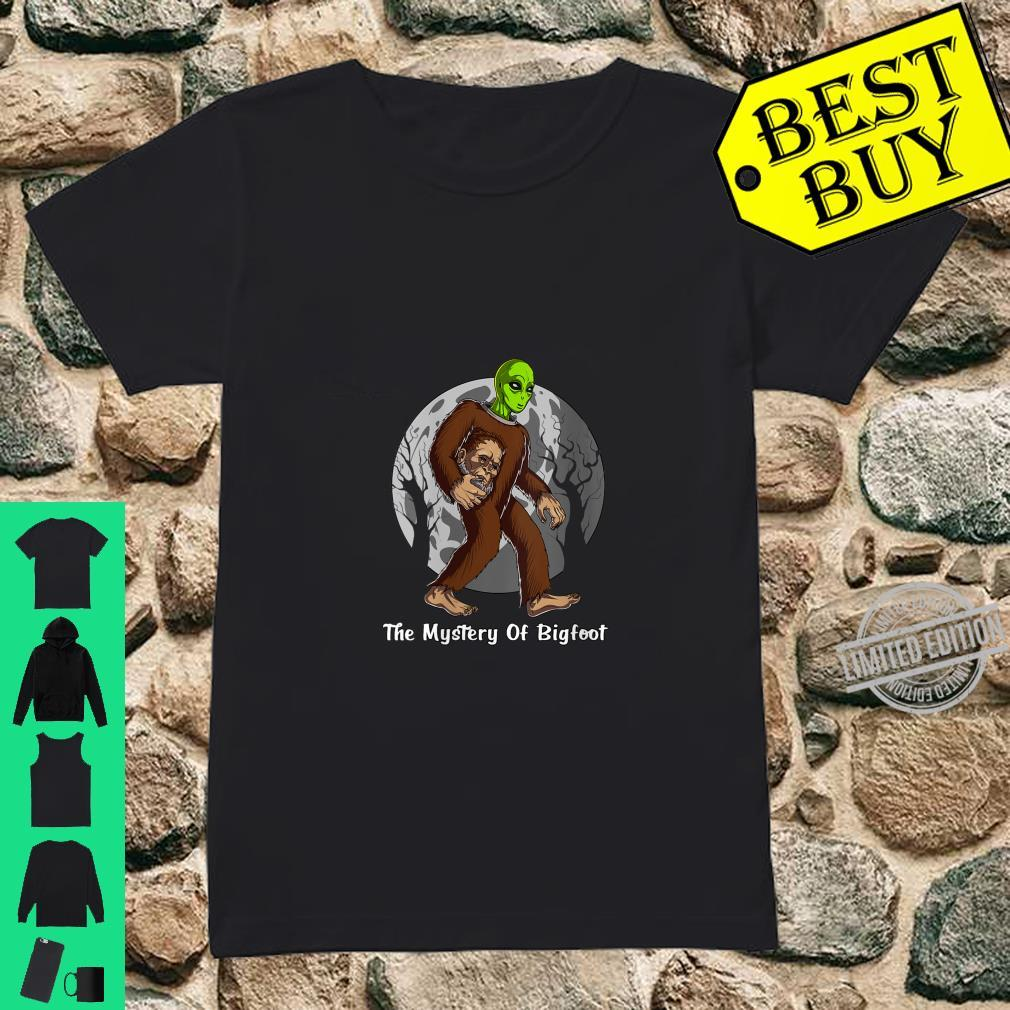 Womens Alien Bigfoot Mystery Solved Cryptozoology Cryptid UFO Shirt ladies tee